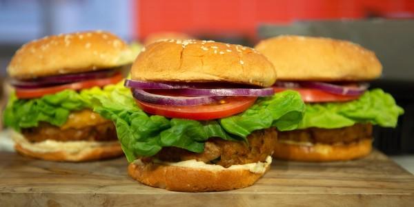 7.Ăn burger đúng cách như thế nào1