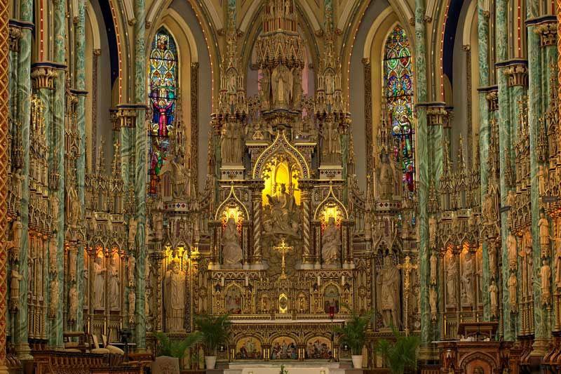 Bên trong Nhà thờ Đức Bà Paris
