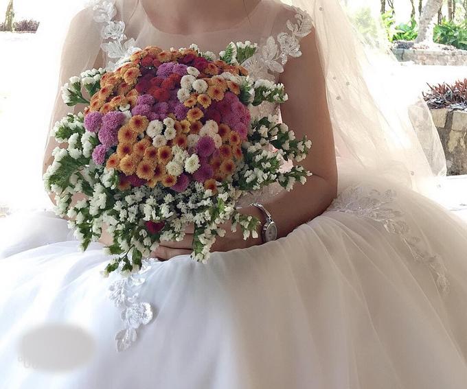 Hoa chụp ảnh cưới rực rỡ sắc màu của Mỹ Giang.
