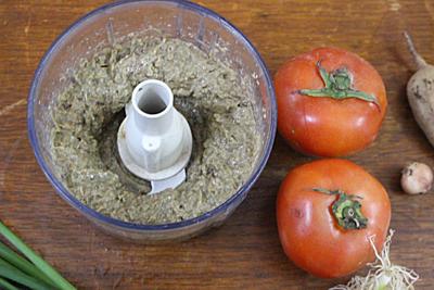 Bước 1: Cua làm sạch, xay nhỏ. Lọc phần cua thịt với 1 lít nước, phần gạch cua để riêng. Cà chua rửa sạch bổ múi cau, hành, rau thơm sơ chế, rửa sạch, thái nhỏ. Me cạo vỏ, rửa sạch.