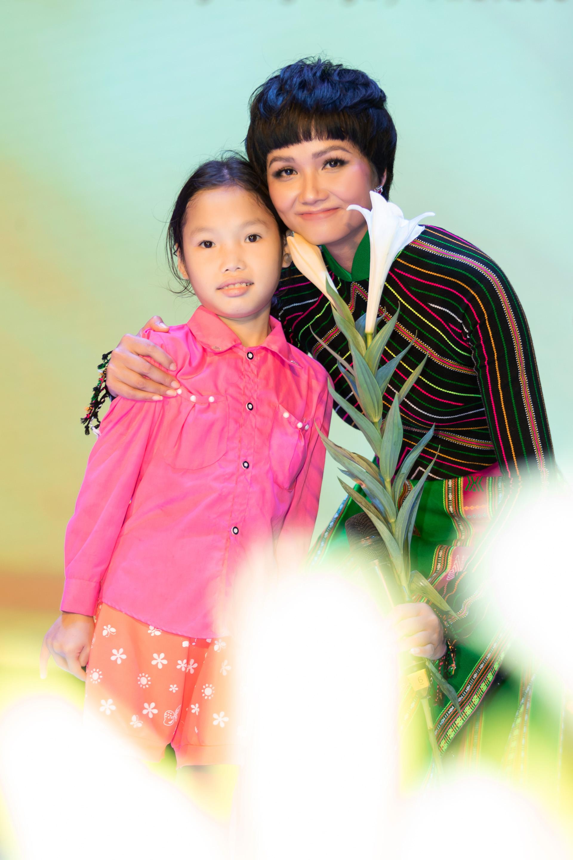 Hoa Hau HHen Nie (33)