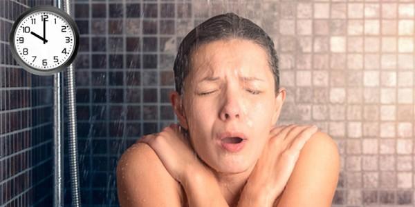 Mối nguy hại khôn lường từ việc tắm đêm