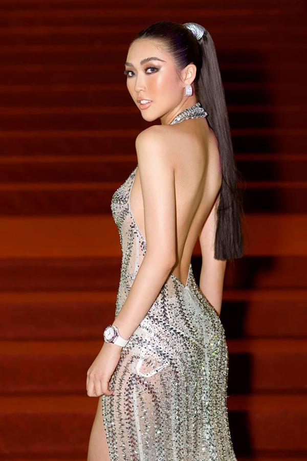 Khi xuất hiện trong các sự kiện được tổ chức vào mùa hè, nhiều mỹ nhân Việt đã tận dụng váy cut-out của Đỗ Long để khiến mình thêm hút mắt.
