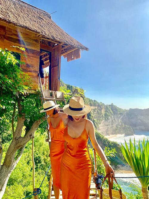 """Đôi bạn thân Minh Triệu - Kỳ Duyên đưa nhau tới đảo Bali (Indonesia) để đón sinh nhật người mẫu. Mặc dù không thừa nhận mối quan hệ nhưng hai người dành cho nhau những lời ngọt ngào. Lựa chọn khu nhà trên cây Bali Tree House, view nhìn ra biển, Kỳ Duyên chia sẻ mơ ước: """"Em có ước gì đâu, một ngôi nhà nhỏ trên cây, bình minh vào buổi sáng, hoàng hôn vào buổi chiều, cùng ngắm nhìn nhau già đi giữa những thanh âm trong trẻo. Để rồi cuộc đời cứ thế mà biên niên trôi qua sau những giông bão đằng sau cánh cửa""""."""