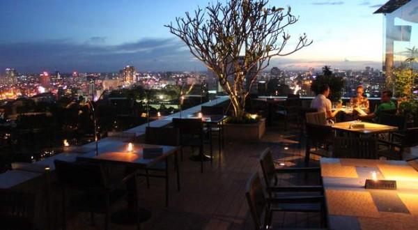 20. Ngắm toàn cảnh Sài Gòn về đêm với 5 quán café sau9