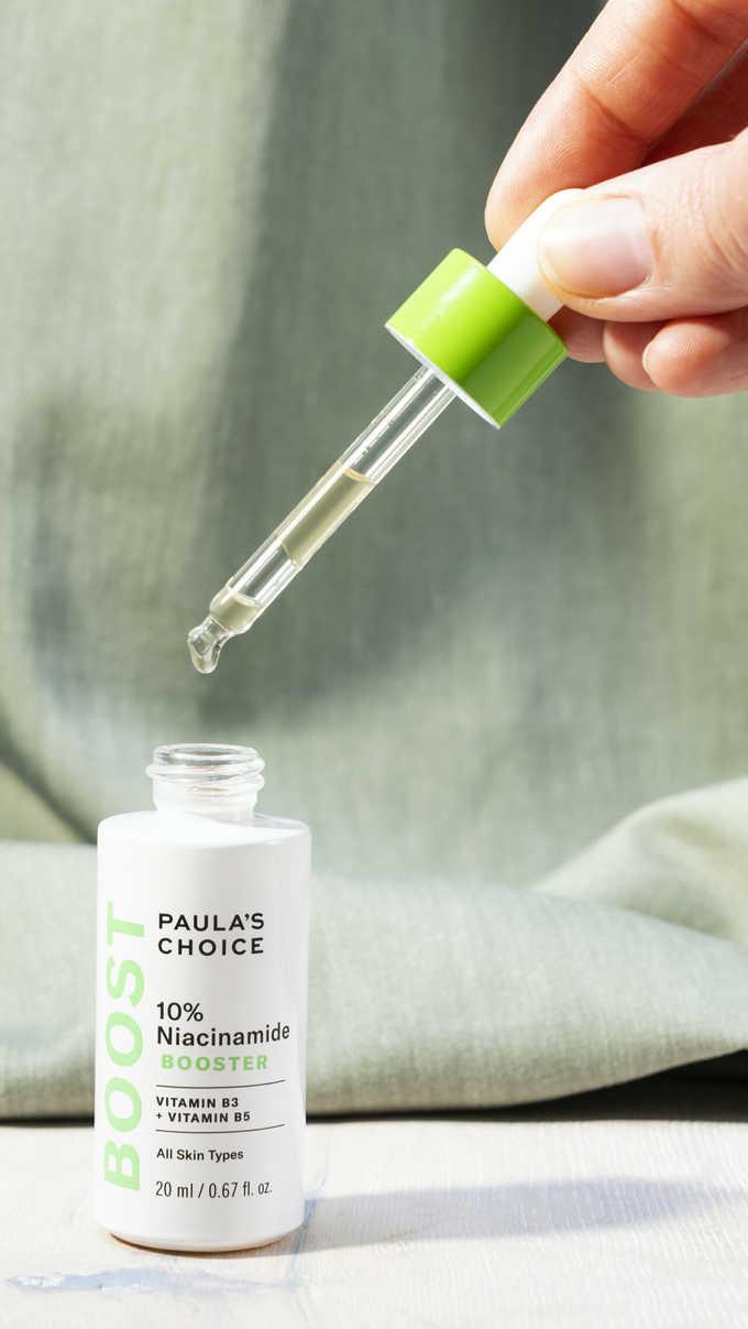 Serum Paula's Choice 10% Niacinamide Booster có thành phần chính là vitamin B3 và B5 có khả năng se khít lỗ chân lông, cải thiện sắc tố da, ngăn ngừa lão hóa. Tinh chất có kết cấu nhẹ, dạng lỏng trong suốt, không mùi dễ dàng thẩm thấu vào sâu trong da. Sản phẩm phù hợp cho mọi loại da. Giá tham khảo: 1.800.000 đồng (20 ml)