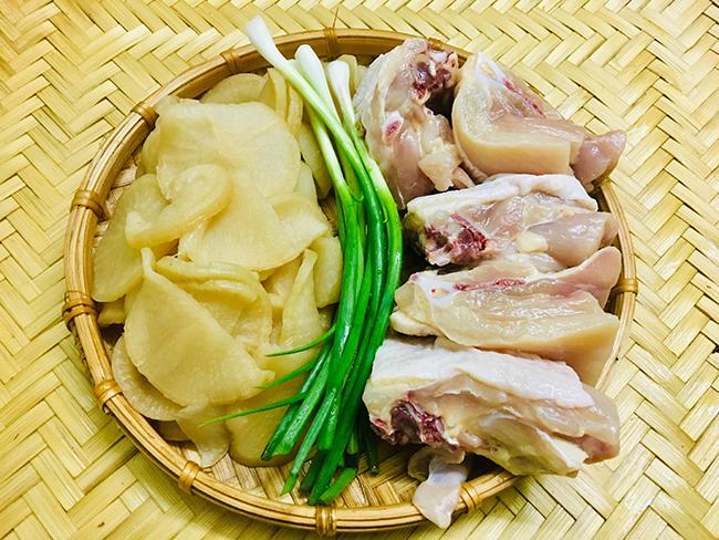 22.Canh gà củ cải muối1