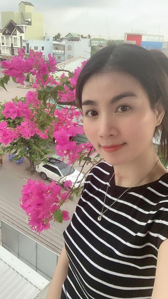 Ngoài ra, khu vườn trên sân thượng của vợ chồng Kha Ly còn trồng nhiều loại hoa, cây cảnh.