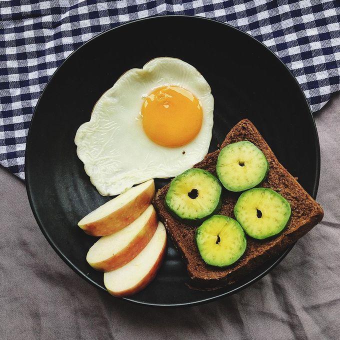 Protein nạp vào cơ thể chủ yếu đến từ trứng, ức gà, thịt bò... hỗ trợ cơ thể phát triển, duy trì cơ bắp cũng như đốt cháy mỡ thừa.