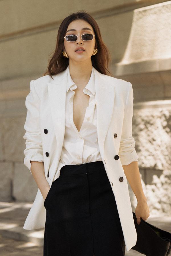 Trong bộ ảnh vừa thực hiện, á hậu Lệ Hằng trở nên sang chảnh hơn với các mẫu váy áo hợp mốt mùa hè.