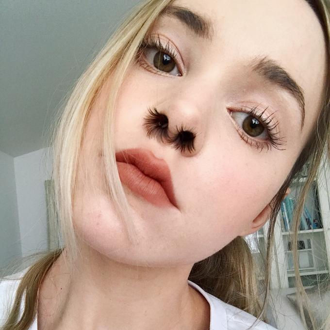 Trào lưu gắn lông mi giả vào mũi từng tạo ra nhiều tranh luận trên mạng xã hội và phần lớn đều phản đối, cho rằng chúng không hề có tính thẩm mỹ.