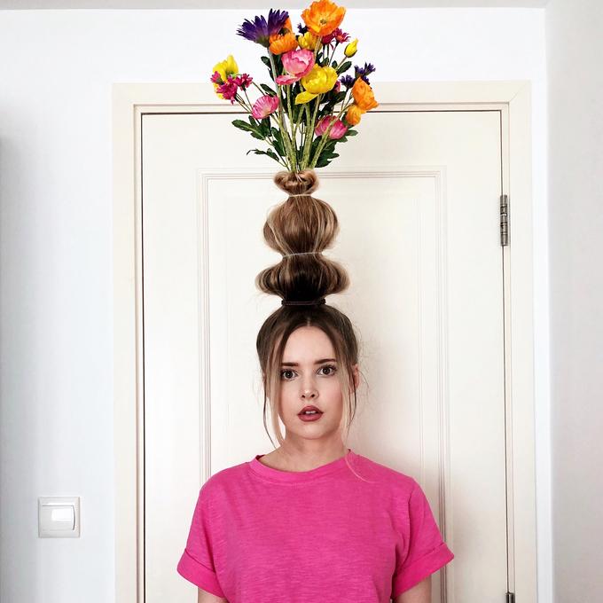 Hưởng ứng mốt trồng cây, cắm hoa trên đầu giúp bạn có bức ảnh nghìn like nhưng nên cân nhắc kỹ nếu có ý định ra đường.