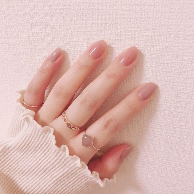 Không chỉ son môi, sơn móng tay màu nude cũng ngày càng được ưa chuộng và có tính ứng dụng cao vì không quá kén da.