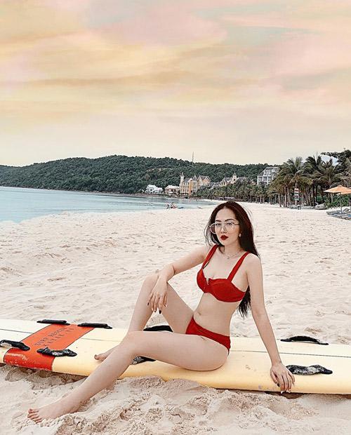 Đến Phú Quốc vào những ngày giữa tháng 5, Hàng My cảm nhận được sự thoải mái, thời tiết dễ chịu, không phải chịu cảnh nắng gắt, nóng nực, đôi lúc điểm xuyết bằng mấy cơn mưa rào. Điểm khiến cô nàng thích nhất là khách du lịch không còn quá đông như mùa cao điểm.