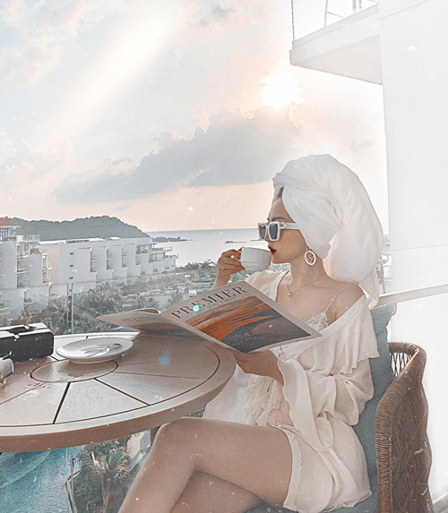 """Với tiêu chí đặt việc sống ảo lên hàng đầu, cô nàng chọn một khách sạn có view đẹp ngay bên bờ biển, """"góc nào lên cảnh cũng vi diệu, chụp cháy máy không hết ảnh""""."""