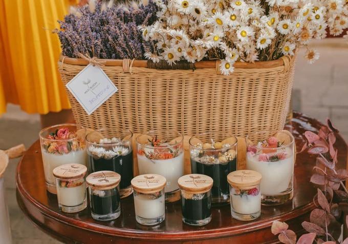 Không ít đồ handmade, nến thơm, trà... cho bạn lựa chọn về làm quà.