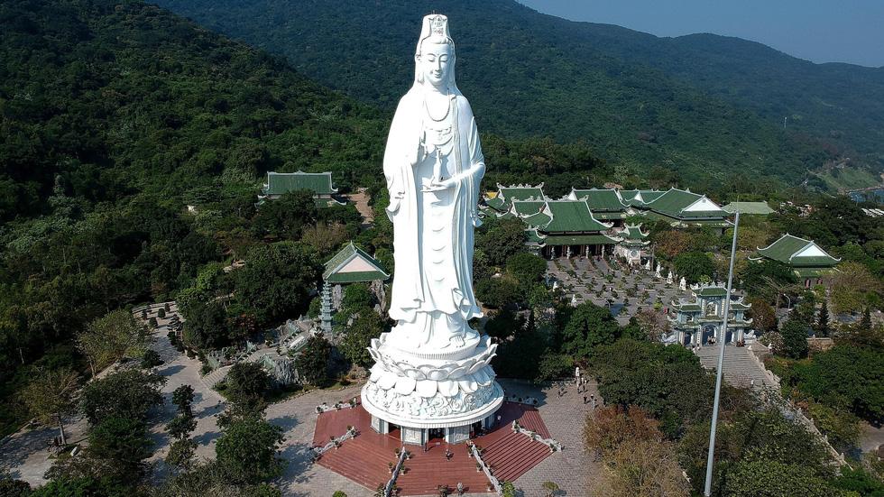 Tượng Phật Bà cao nhất Việt Nam ở chùa Linh Ứng, Đà Nẵng - Ảnh: AFP/ Getty Images