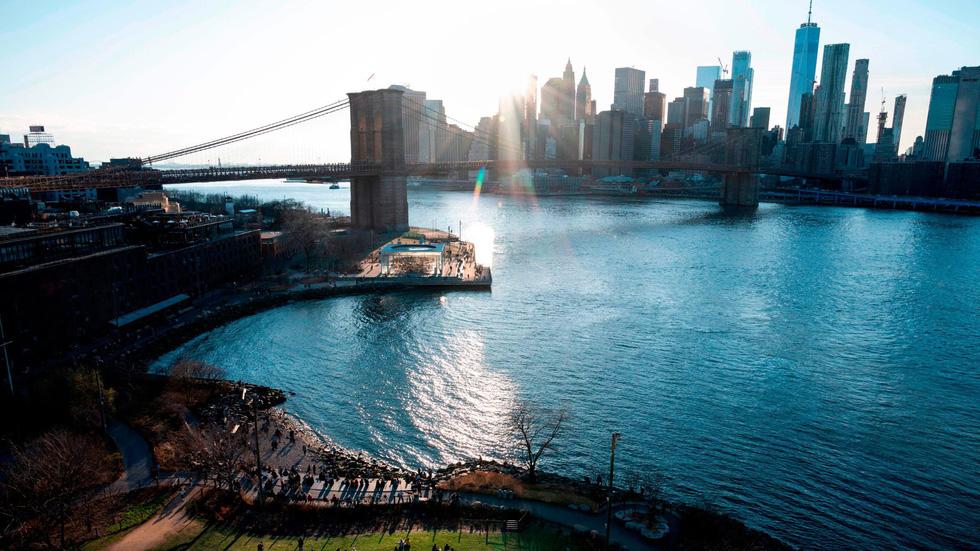 Cầu Brooklyn, hoàn thành năm 1883, là cây cầu treo dây võng bằng dây thép đầu tiên trên thế giới. Đây cũng là cây cầu cố định đầu tiên bắc qua sông East River của New York. - Ảnh: AFP/ Getty Imgaes