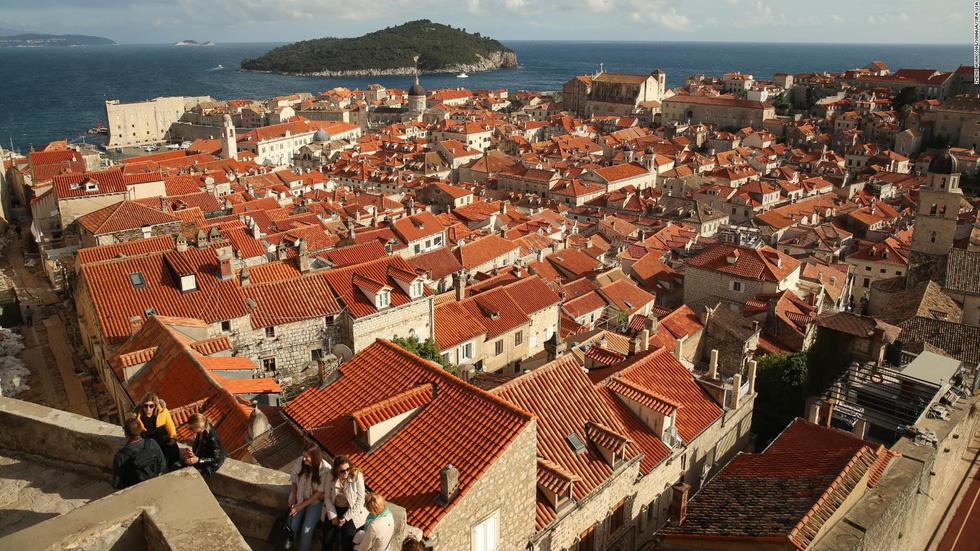 Thành phố Dubrovnik của Croatia trở nên nổi tiếng sau khi được chọn làm bối cảnh cho King's Landing, thủ đô của bảy vương quốc trong series phim truyền hình đình đám Game of Thrones của HBO - Ảnh: Xinhua/Sipa USA