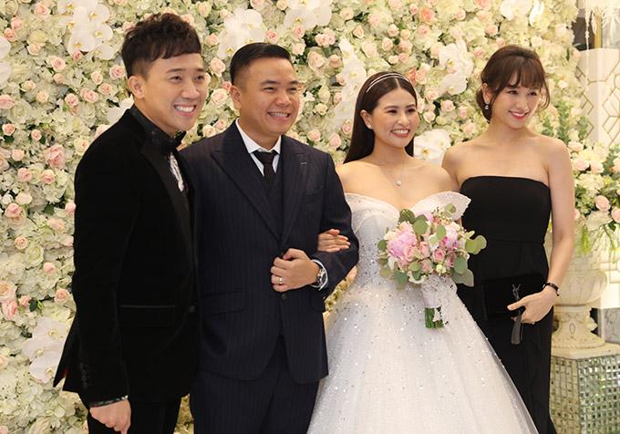Vợ chồng Trấn Thành cùng dàn sao dự tiệc cưới đạo diễn Nhất Trung1