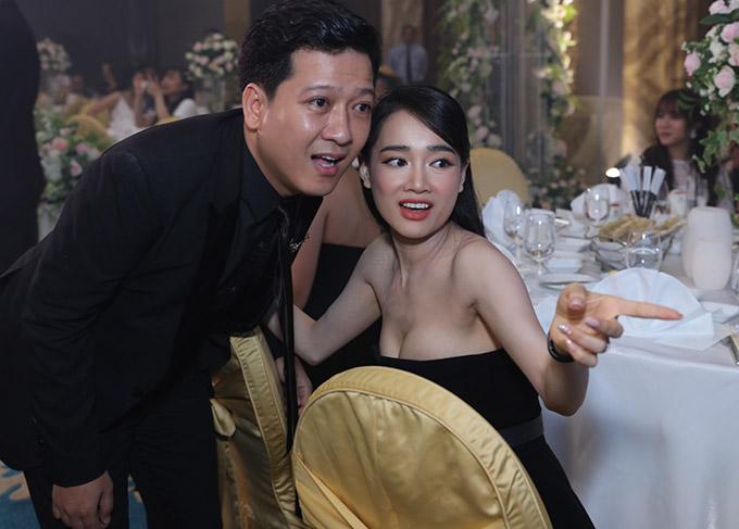 Vợ chồng Trấn Thành cùng dàn sao dự tiệc cưới đạo diễn Nhất Trung2