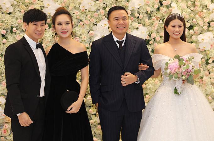 Vợ chồng Trấn Thành cùng dàn sao dự tiệc cưới đạo diễn Nhất Trung4