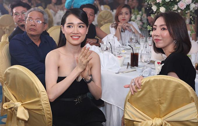 Vợ chồng Trấn Thành cùng dàn sao dự tiệc cưới đạo diễn Nhất Trung8
