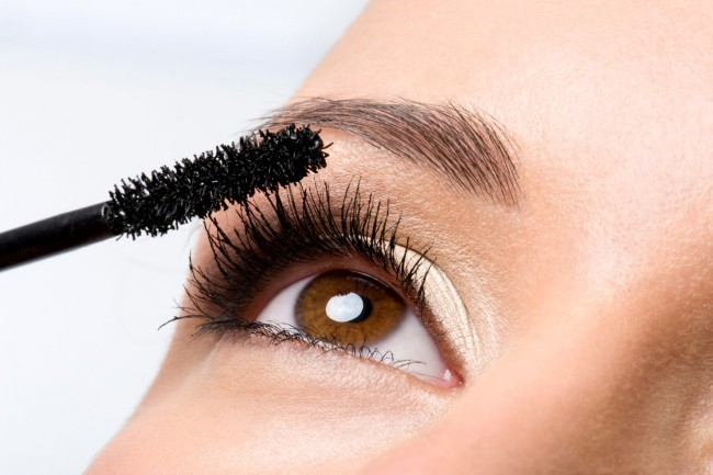 1.Cứu nguy cho mascara khô, vón cục