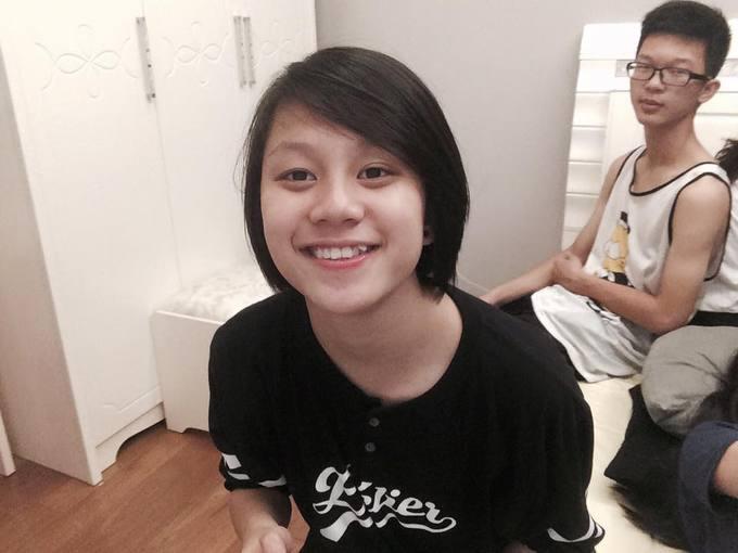 2.Ánh Dương 'Về nhà đi con' kết thân với tóc ngắn từ ngày học cấp 25