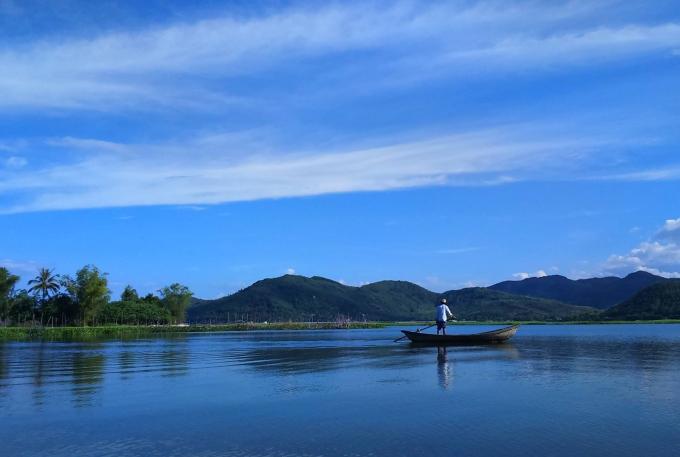 22.24h ở vùng biển vắng đẹp như tranh ở Quảng Ngãi