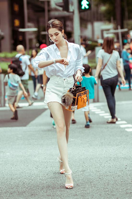 4.Ngọc Trinh mix túi hiệu mới sắm dạo phố Singapore6