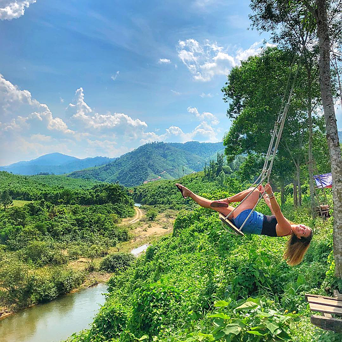 Bong Lai Swing Farm nằm ở thị trấn Phong Nha, cách sân bay Đồng Hới khoảng 40 km. Ảnh: with_love_em