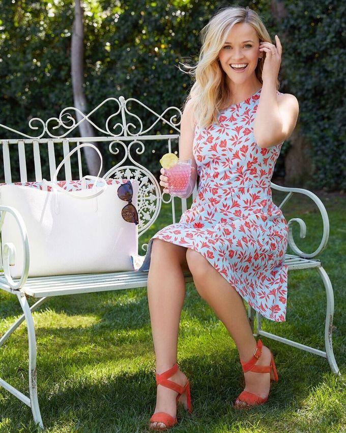 Ngoài việc chăm chỉ tập yoga và bổ sung trái cây tươi, Reese Witherspoon còn áp dụng chế độ ăn kiêng khá kỳ quặc để giữ dáng. Mọi đồ ăn của Reese đều được xay nhuyễn giống như thức ăn dặm của em bé.
