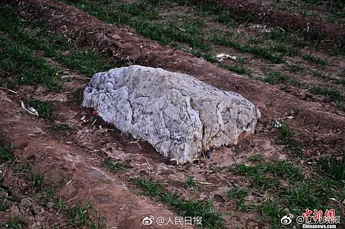 'Ngọn núi 60 cm' ở Trung Quốc gây tranh cãi