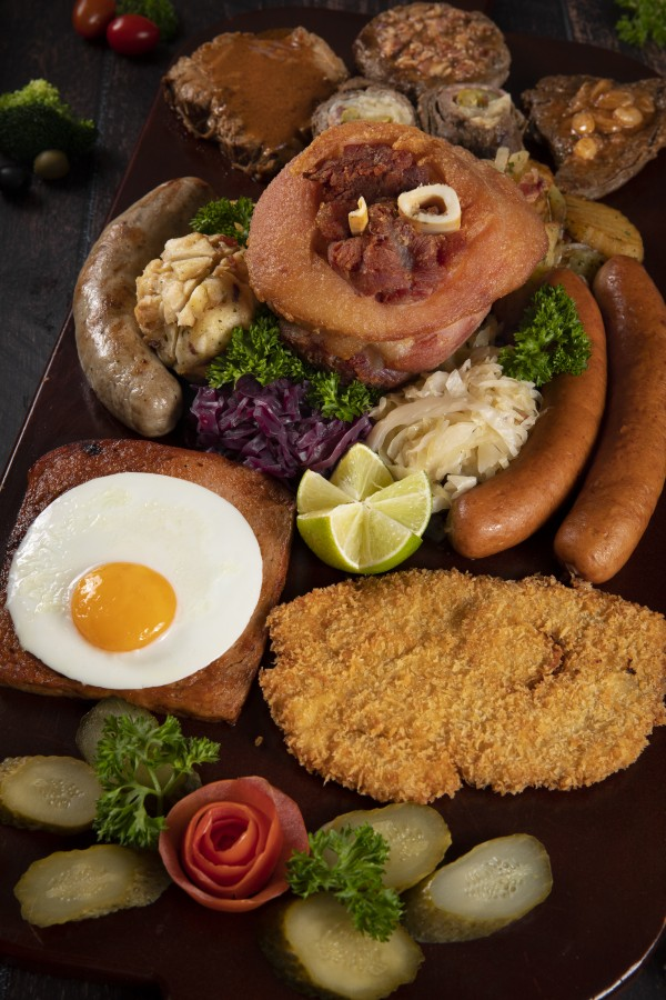 Pork knuckle - Gartenstadt Restaurant