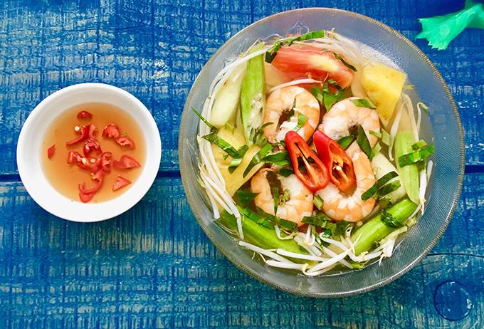 1.Canh chua tôm thanh mát trưa hè