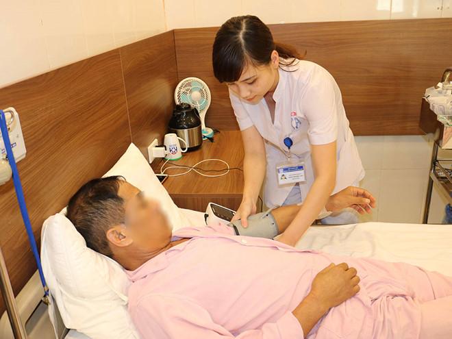 Chăm sóc bệnh nhân ung thư tại Bệnh viện Ung bướu Hà Nội Ảnh: Phương Linh