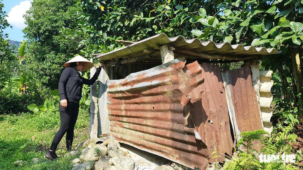 Nhà vệ sinh nơi chị Hải tìm thấy bé Su - Ảnh: NHẬT LINH
