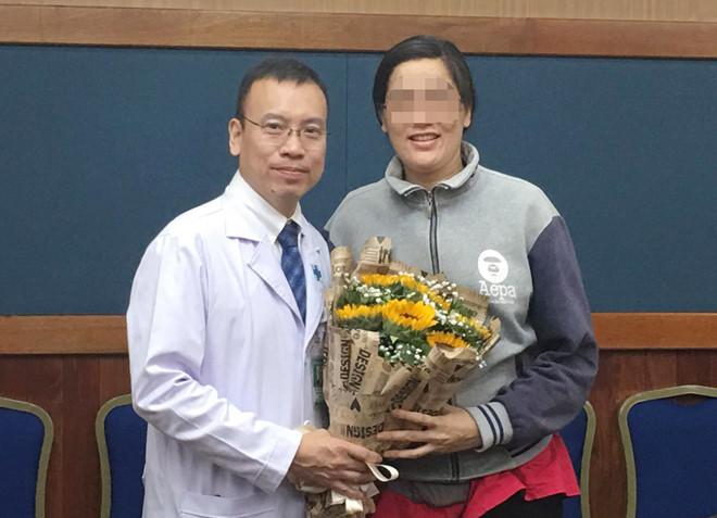 Sản phụ đã phục hồi sức khỏe sau 20 ngày phẫu thuật cám ơn bác sĩ_Ảnh: Nguyên Mi