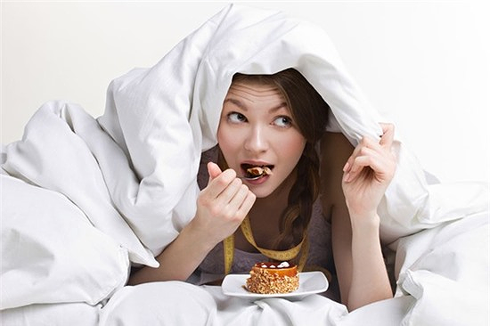 Ăn tối quá muộn liên quan đến nhiều căn bệnh nguy hiểm như béo phì, tiểu đường, tim mạch, dạ dày, đường ruột...