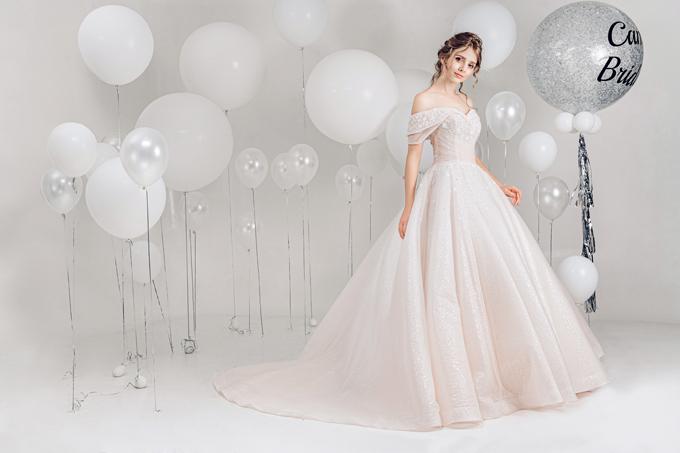 2.Váy cưới hồng pastel xòe bồng cho cô dâu hạ thu
