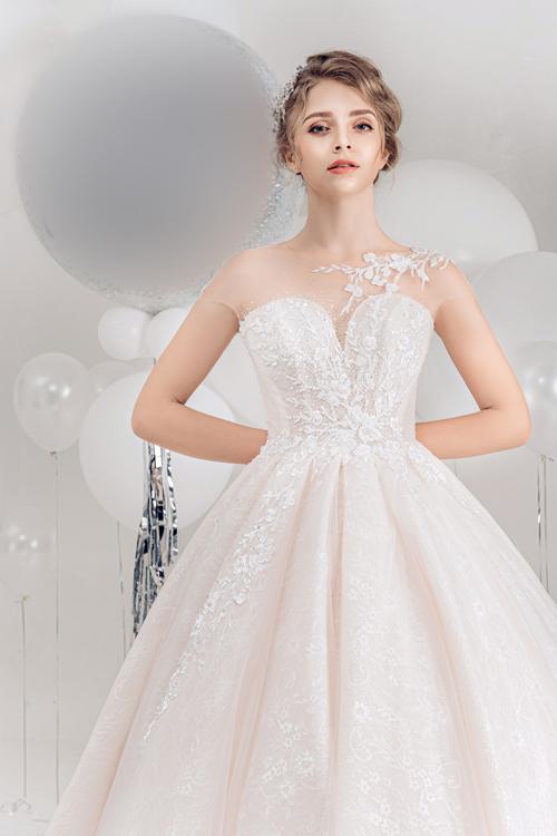 2.Váy cưới hồng pastel xòe bồng cho cô dâu hạ thu11