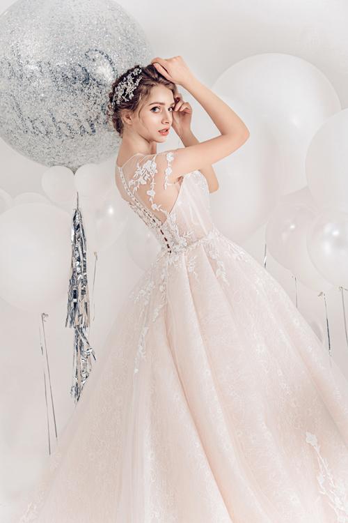 2.Váy cưới hồng pastel xòe bồng cho cô dâu hạ thu12