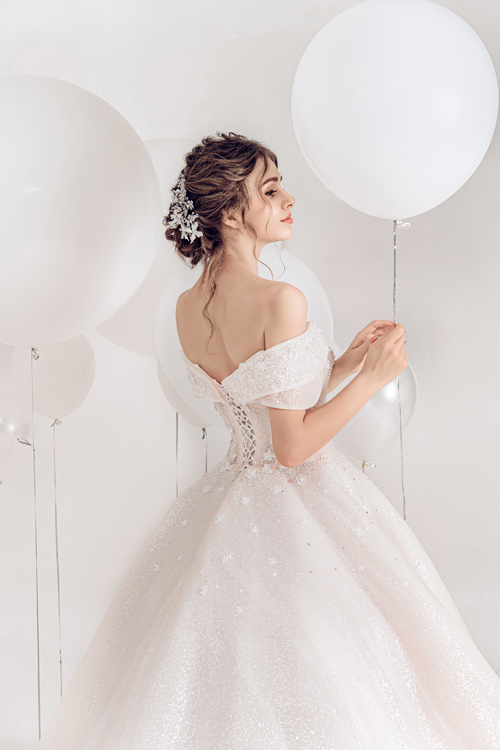 2.Váy cưới hồng pastel xòe bồng cho cô dâu hạ thu2