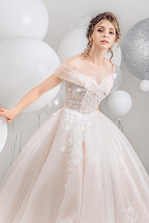 2.Váy cưới hồng pastel xòe bồng cho cô dâu hạ thu3
