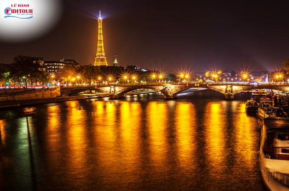 Một Paris khi màn đêm xuống (Nguồn: Shutterstock)