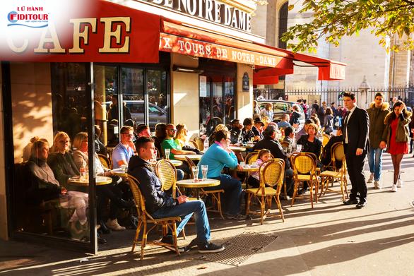 Buổi sáng của người Paris bên những quán vỉa hè (Nguồn: Shutterstock)