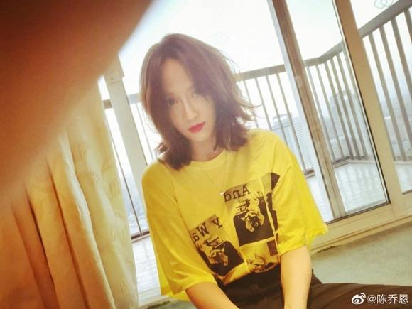 Nữ diễn viên Trần Kiều Ân đã thay đổi kiểu tóc giúp cô trông tươi trẻ và cá tính hơn trước.