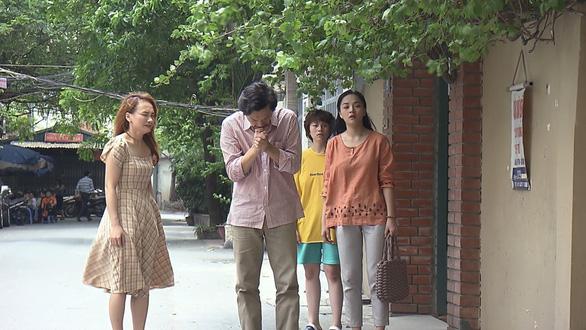 Cảnh trong tập 48 khiến khán giả rơi lệ, trong cảnh phim này NSƯT Trung Anh đã đề xuất cách diễn khác với kịch bản - Ảnh: VTV