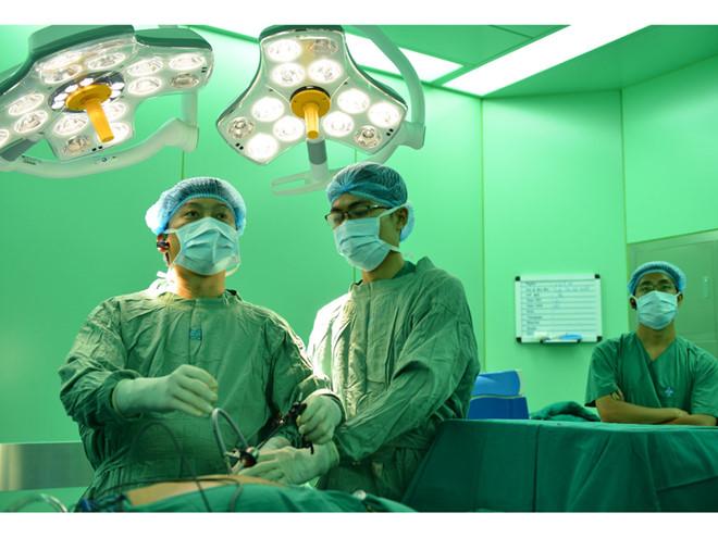 Bác sĩ phẫu thuật nội soi ung thư dạ dày Bệnh viện cung cấp